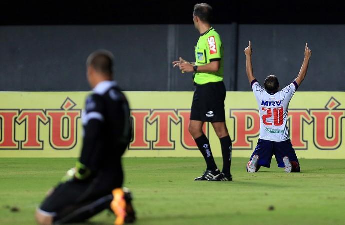 Régis comemora gol contra o CRB (Foto: Felipe Oliveira / divulgação / EC Bahia)