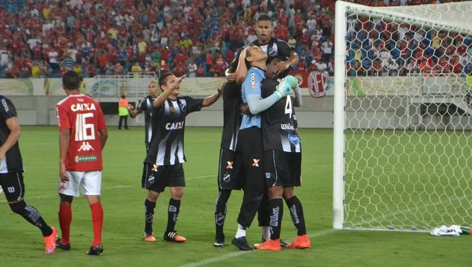 Saulo, goleiro do ABC - comemoração (Foto: Jocaff Souza/GloboEsporte.com)