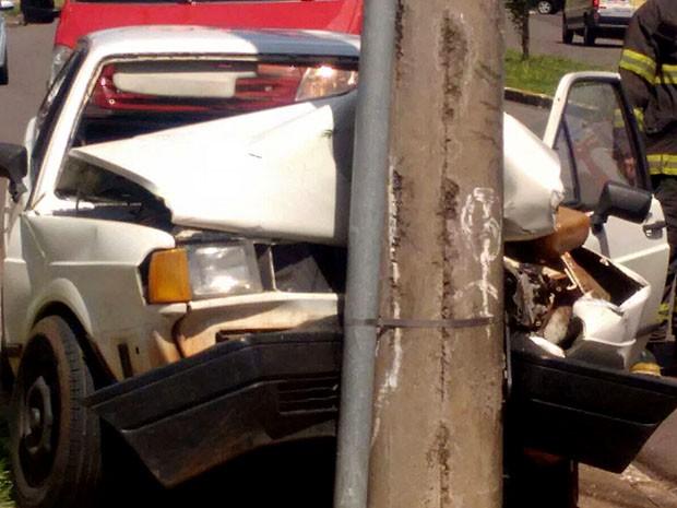 Acidente aconteceu na tarde desta sexta-feira em Presidente Prudente (Foto: Betto Lopes/TV Fronteira)