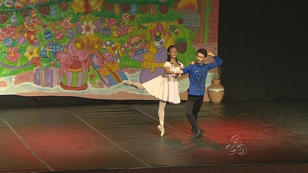 A história do boneco que vira príncipe é encenada durante o espetáculo (Foto: Amazônia TV)