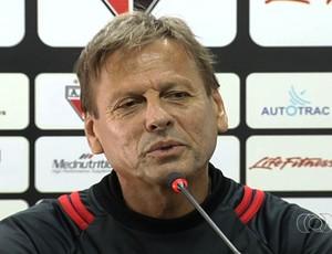 Waldemar Lemos, técnico do Atlético-GO (Foto: Reprodução/TV Anhanguera)
