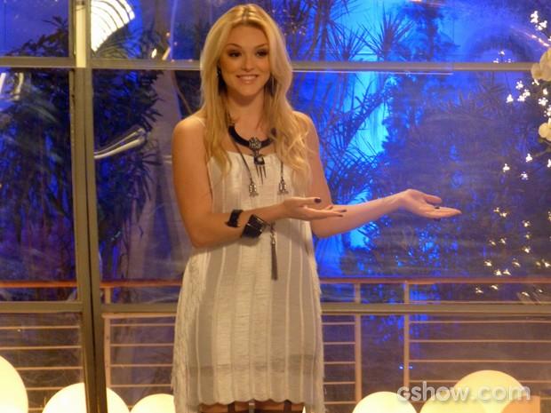 Megan chama atenção apresentando as crianças da Plugar (Foto: Geração Brasil / TV Globo)