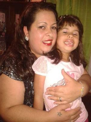 Emilene decidiu parar de fumar depois que uma das filhas, Bethina, ficou internada por conta da asma (Foto: Emilene Oliveira/Arquivo pessoal)