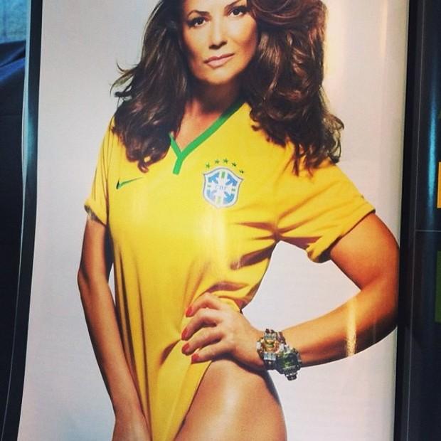 Copa do Mundo - Luiza Brunet postou uma foto com a camisa amarela (Foto: Reprodução Instagram)