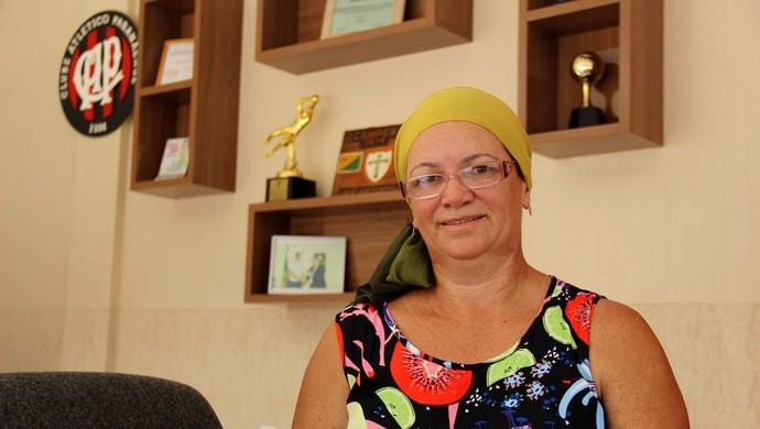 Dona de casa Josefa Pereira, mãe do goleiro Weverton, do Atlético-PR (Foto: João Paulo Maia)