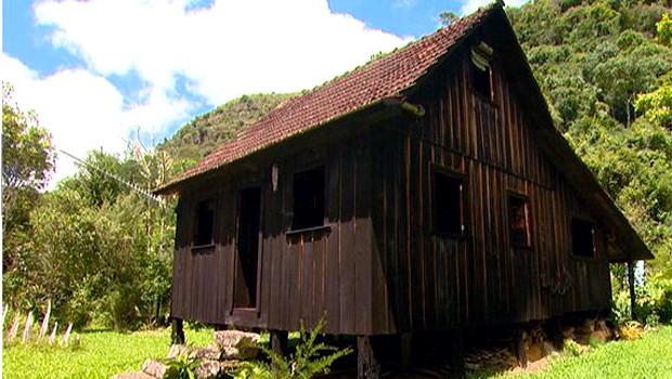 Casa quase centenária se integra à paisagem (Foto: Reprodução EPTV)
