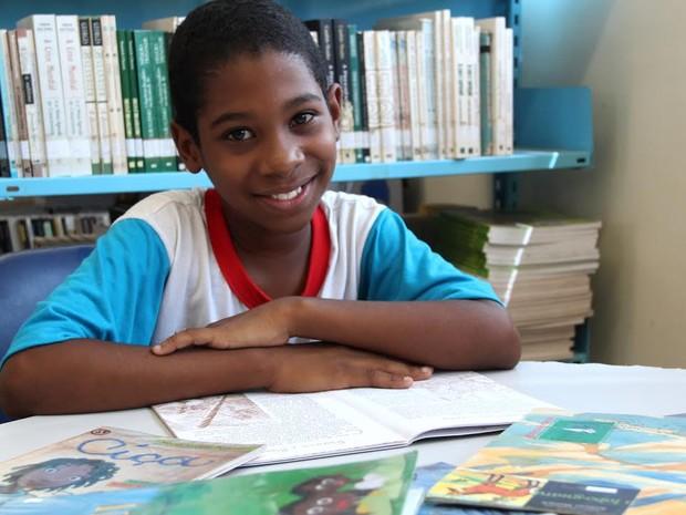"""Empolgado, ele planeja o futuro: """"Meu sonho é ser escritor"""" (Foto: Divulgação/ Prefeitura de Vila Velha)"""