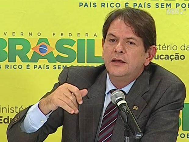O ministro da Educação, Cid Gomes (Foto: Reprodução/NBR TV)