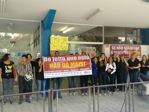 Cerca de 45 servidores do INSS em Valadares aderiram a greve. (Foto: Hebert Souza/VC no G1)