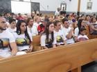 Familiares participam da Missa de 7º Dia do cinegrafista Ari Júnior em GO
