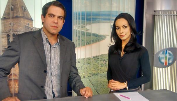 Delio Pinheiro e Maira Botelho - bancada do MG Inter TV 1ª Edição (606X349) (Foto: Jucilene Magalhães)