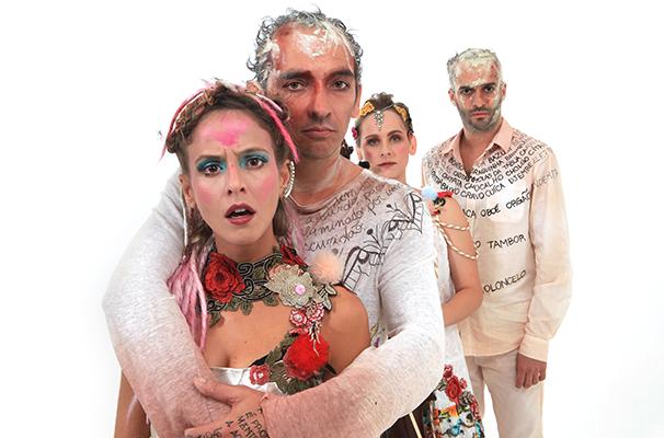 Fernanda de Freitas e Cadu Favero e os músicos João Bittencourt e Maria Clara Valle (Foto: Victor Hugo Cecatto)