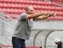 """Após duas vitórias, Gilmar Dal Pozzo elogia futebol do Náutico: """"Bom nível"""""""