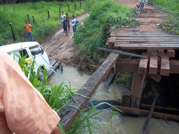 Em outros locais da vicinal do Rouxinho,outras pontes estão precárias (Foto: Divulgação)