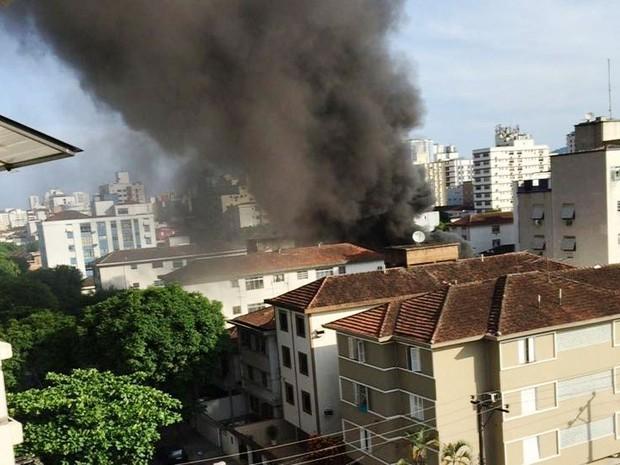Incêndio atingiu centro espírita em Santos, litoral de São Paulo (Foto: Rodrigo Esteves/Arquivo Pessoal)