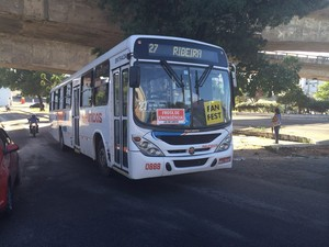 Sintro manteve 30% dos ônibus nas ruas (Foto: Fernanda Zauli/G1)