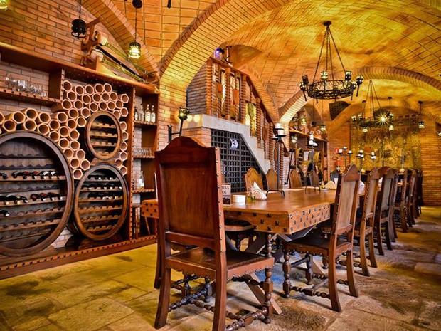 O Javali Bizonho, que lembra o pub 'Cabeça de Javali' do vilarejo fictício de Hogsmeade (Foto: Escola de Magia e Bruxaria/Divulgação)