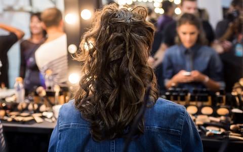 'Rabo de sereia': penteado dá um visual despojado, mas arrumadinho. Aprenda a fazer