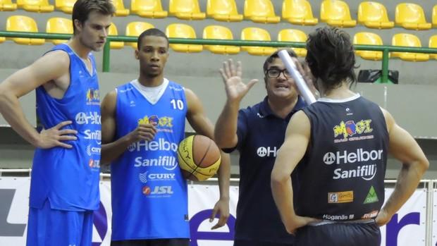 treino mogi das cruzes basquete (Foto: Thiago Fidelix)