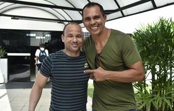 Sob olhares de ídolos do Santos, Dorival confirma time sem Lucas Lima