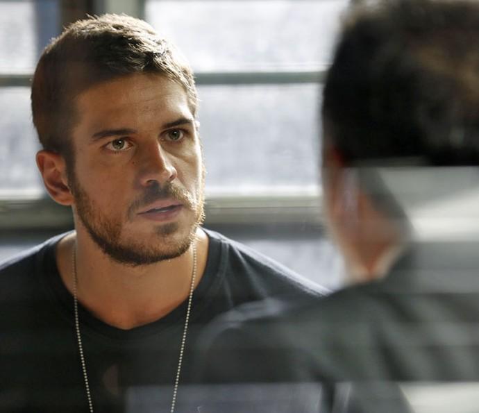 Dante descobre que capanga não é o marido de Lara (Foto: Ellen Soares/Gshow)