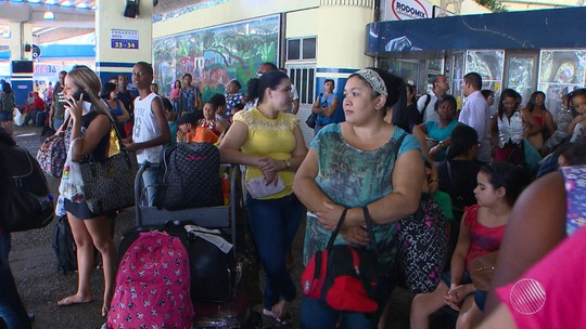 Rodoviária de Salvador tem fluxo intenso na tarde desta sexta-feira