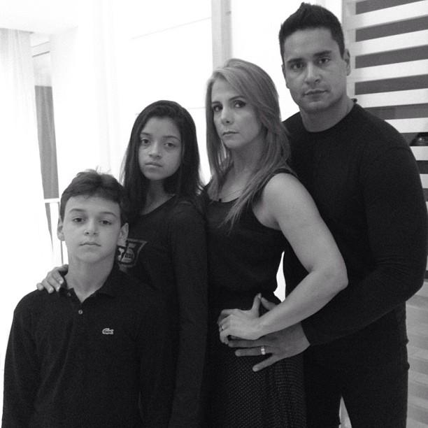 Carla Perez e família de luto pelo Brasil (Foto: Instagram / Reprodução)