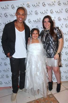 Simony com o namorado, Patrick Silva, na festa da filha Aysha em São Paulo (Foto: Léo Franco/ Ag. News)