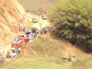 Trecho onde ocorreu o acidente em Conceição do Ipanema. (Foto: Wenderson Ambrósio)