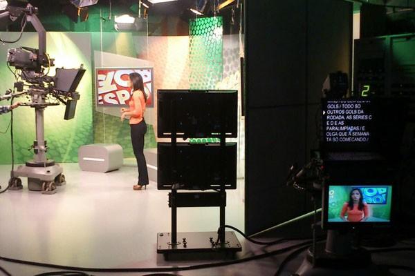 Bastidores do Globo Esporte RS, na RBS TV (Foto: Caco da Motta/RBS TV)