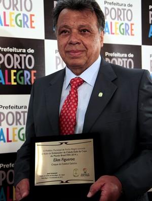 Figueroa vira embaixador da Copa e recebe homenagem do Inter (Foto: Ricardo Giusti / PMPA, DVG)
