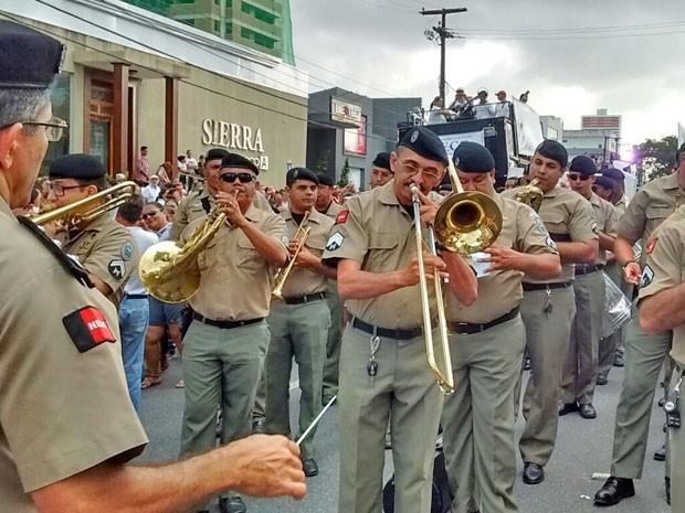 Banda da Polícia Militar participou do evento, que reuniu aproximadamente 6 mil pessoas, de acordo com estimativas da PM  (Foto: Valéria Sinésio / Jornal da Paraíba)