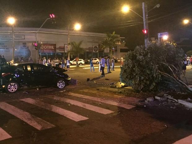 HB20 arrastou corpo de motociclista após atropelamento, segundo a Polícia Civil, Goiás (Foto: Divulgação/Dict)