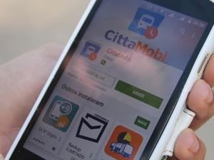 Aplicativo Cittamobi transmite em tempo real a localização dos ônibus  (Foto: Emerson Rocha/ Globo Esporte.com)