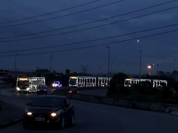 Ônibus são dirigidos pelo Papai Noel (Foto: Divulgação/SPTrans)