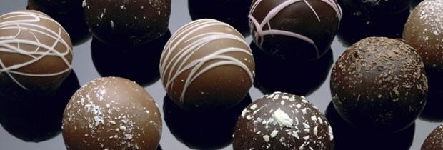 Pessoas que cortam totalmente alimentos gordurosos da dieta muitas vezes descontam nos doces (Foto: Think Stock)
