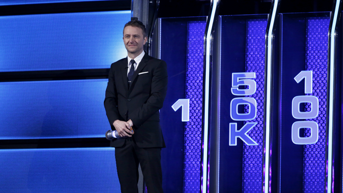 Chris Hardwick apresenta o 'The wall' (Foto: NBC)