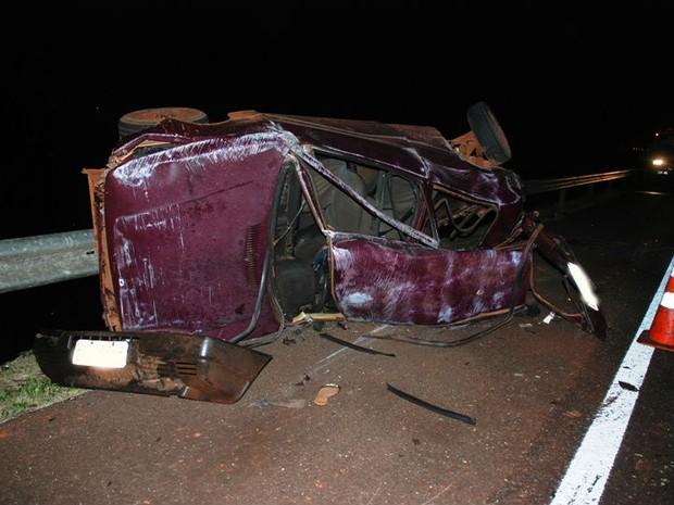 Cinco passageiros morreram em colisão contra carreta em rodovia de MS (Foto: Tiago Apolinário/Da Hora Bataguassu)