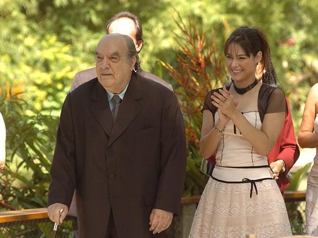 Dimitri (Antônio Abujamra) e Sonya (Fernanda Machado) em Começar de Novo