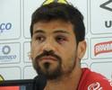 Só no rosto: Rogério leva pontos após choque, mas defende JEC ante Goiás