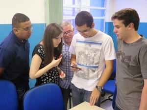 Grupo contou com ajuda de vários professores (Foto: Orion Pires / G1)