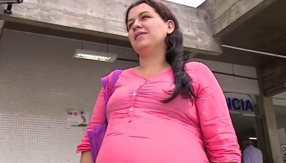 A gestante Daniela encontrou a maternidade fechada na manhã desta terça (Foto: Reprodução/ RBS TV)