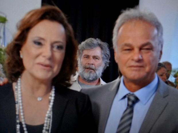 Manuel flagra intimidade de Pedro e Tina (Foto: TV Globo)
