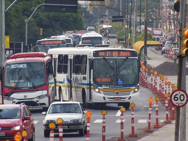 Operação Tartaruga ônibus Porto Alegre (Foto: João Laud/RBS TV)