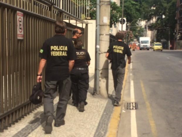 Agentes da PF deixam sede da Odebrecht em Botafogo, Zona Sul do Rio (Foto: Janaína Carvalho/G1)