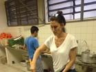 Paola Carosella cozinha em escola ocupada por estudantes em São Paulo