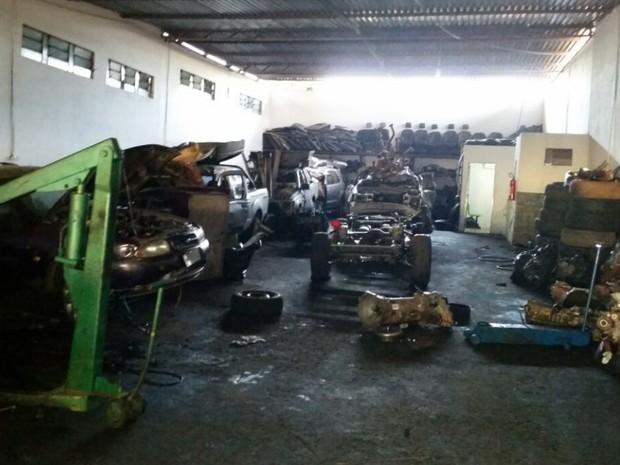 Bope fecha galpão que seria usado para desmanche de veículos em Goiânia Goiás (Foto: Divulgação/PM)