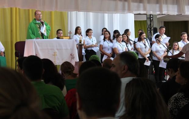 Dom Sérgio Castriani celebra missa de 44 anos da Rede Amazônica (Foto: Katiúscia Monteiro/ Rede Amazônica)