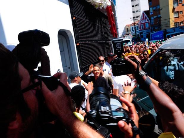 Ivete Sangalo chega para arrastão (Foto: Jailson Barbosa/Agência Edgard de Souza)