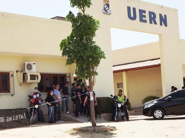 Campus da UERN também está ocupado por estudantes (Foto: Leonardo Ferreira)